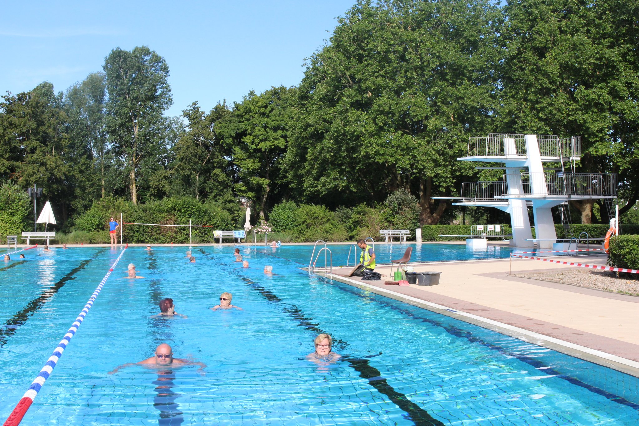 Corona Und Schwimmbad